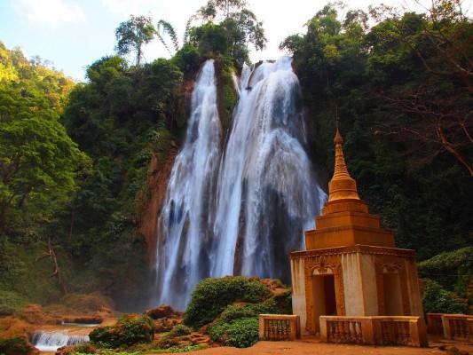 La cascade cachée d'Anisakan en Birmanie