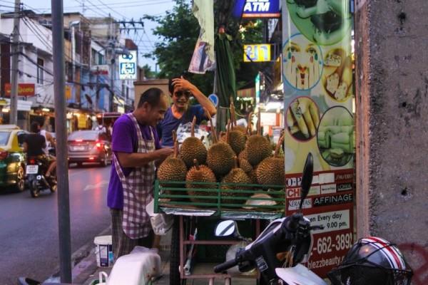 22 - Manger du Durian