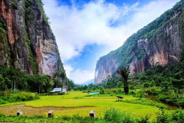 Faire de l'escalade dans la vallée d'Harau