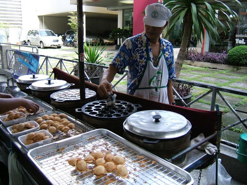 10. Ka Nom Krok : crêpes thaï au lait de coco
