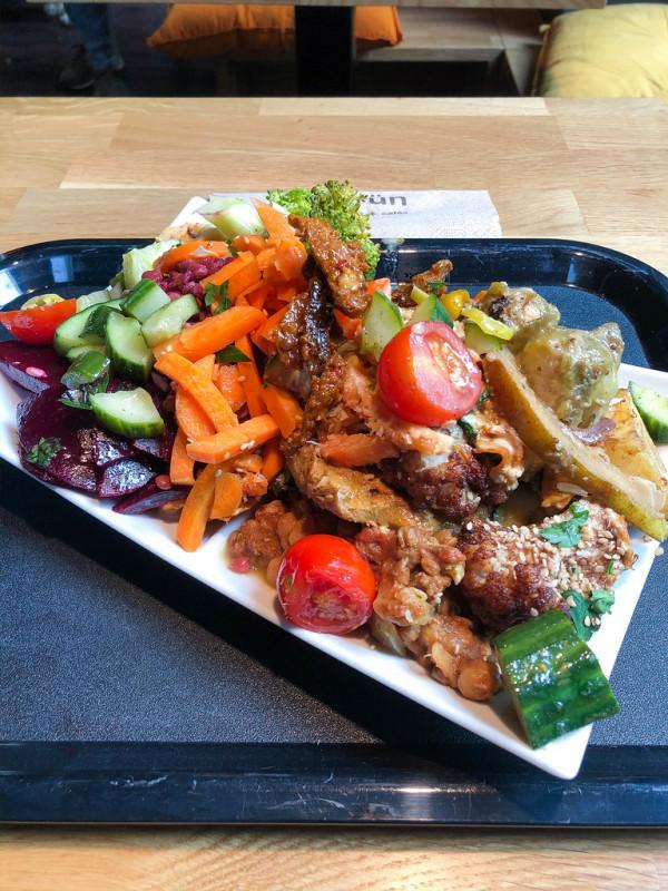5. Laab : salade thaï de poulet aux herbes