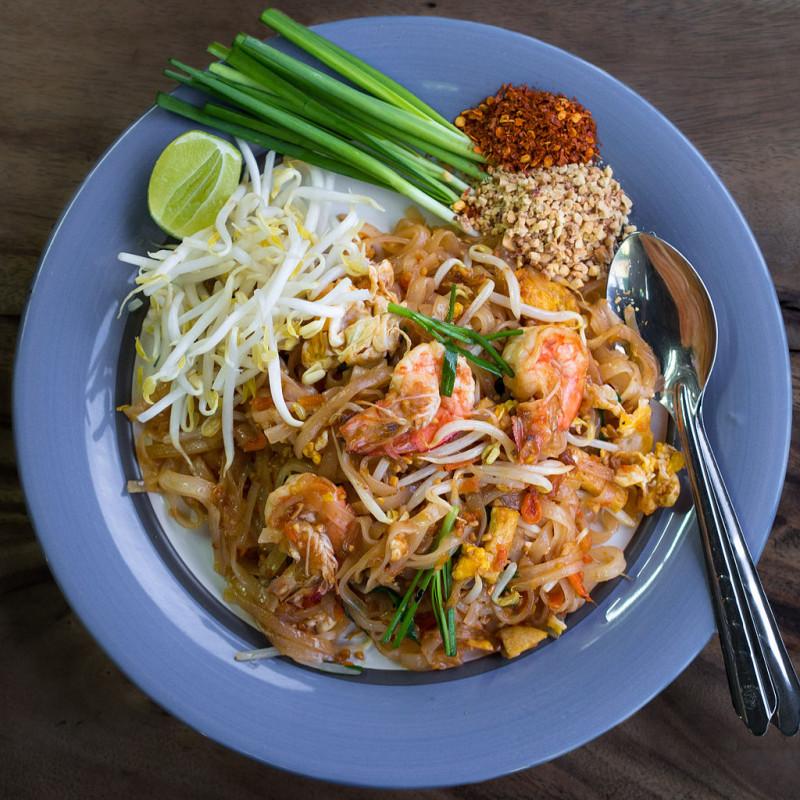 2. Pad Thaï : nouilles de riz sautées aux crevettes