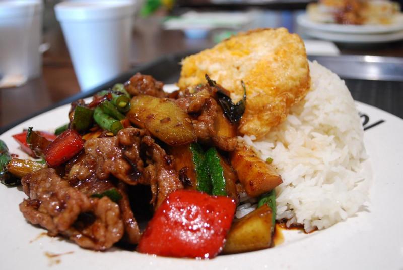 7. Phat Krapao : poulet sauté aux épices thaï