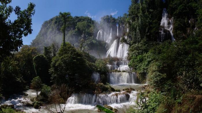 La cascade de Thi Lo Su en Thaïlande