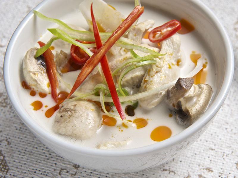 4. Tom Kha Gai : soupe de poulet au galanga et lait de coco