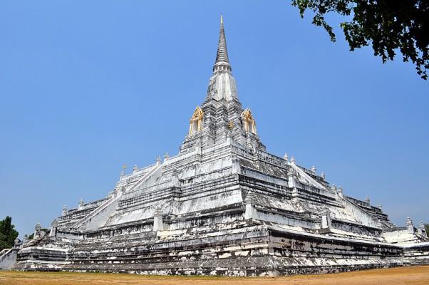 9 - Wat Phu Khao Thong