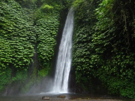 La cascade Dusun Kuning en Indonésie
