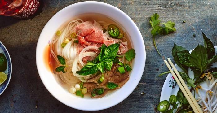 Déguster des plats typiques vietnamiens