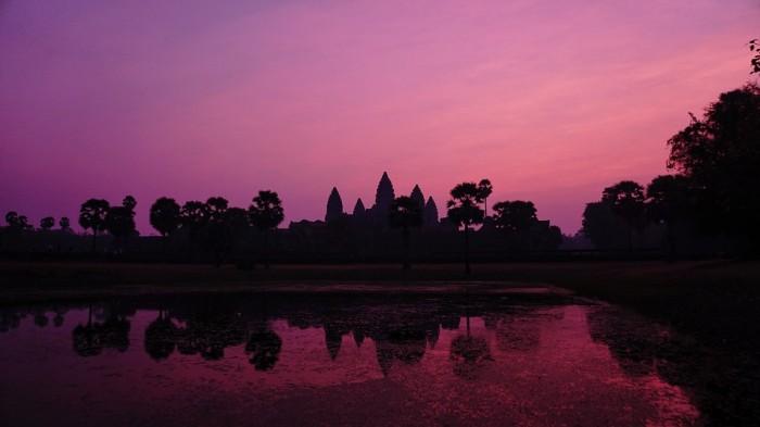 Débuter la visite du site par un levé de soleil sur Angkor Vat