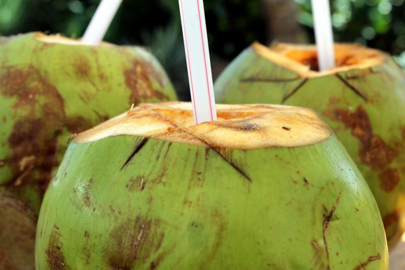 Acheter de l'eau de coco fraîche pour vous désaltérer