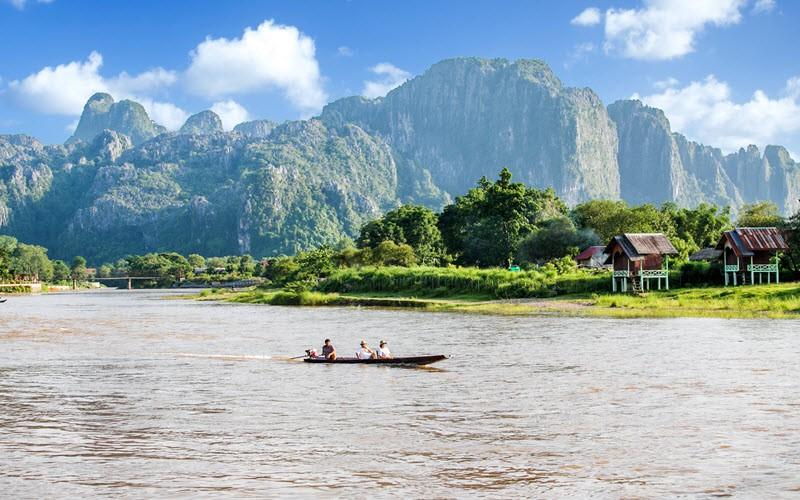 10. Admirer les falaises de Vang Vieng