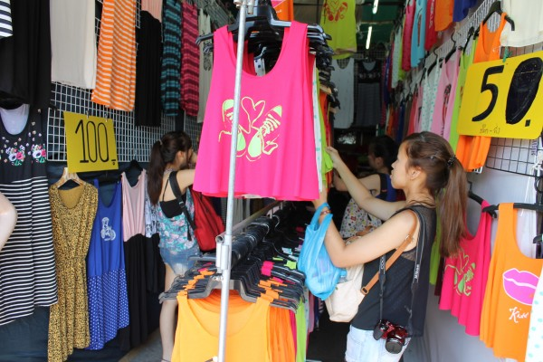 Acheter un tee-shirt thaïlandais personnalisé à Chatuchak