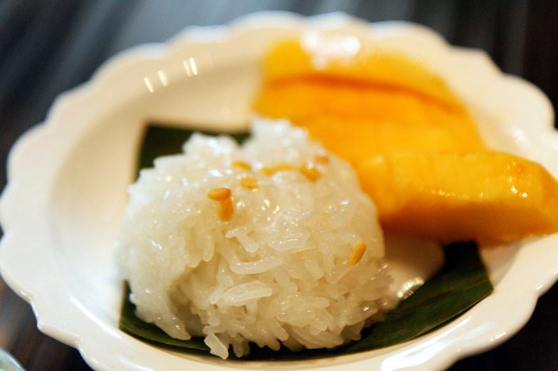8. Khao Nao Ma muang : riz gluant à la mangue et au lait de coco