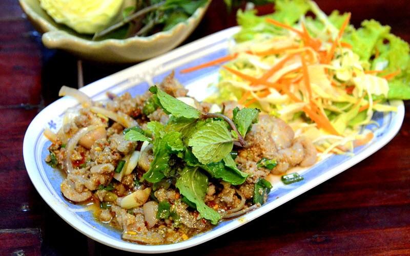 4. Goûter les spécialités locales laotiennes
