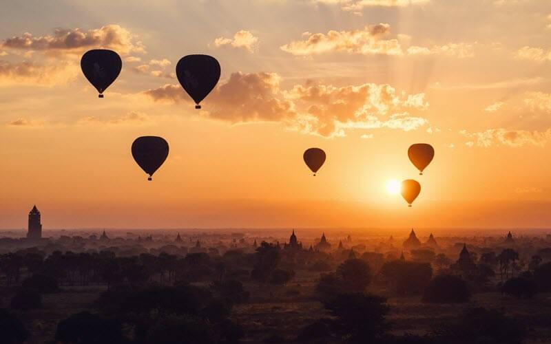 3. Faire un vol en Montgolfière au-dessus des temples de Bagan