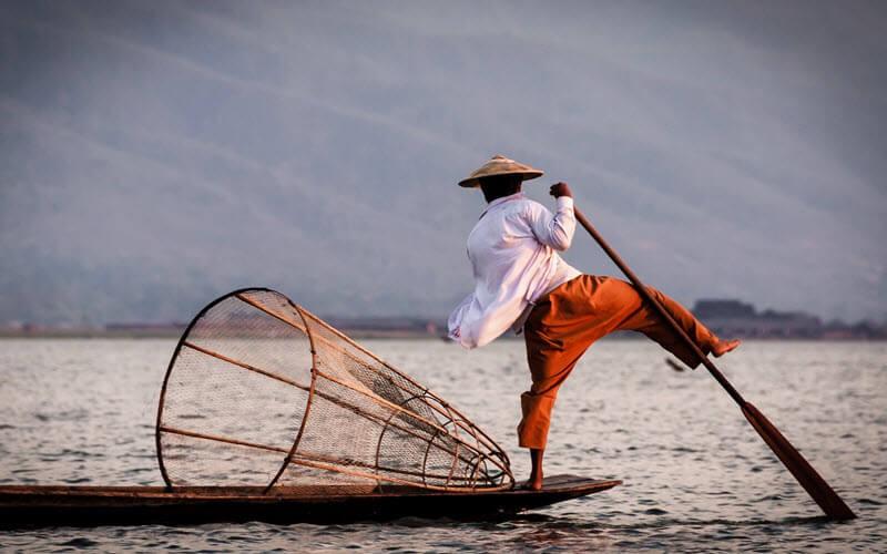 9. Le lac Inle et ses pêcheurs