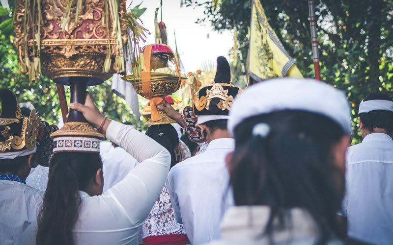 procession melasti nyepi bali