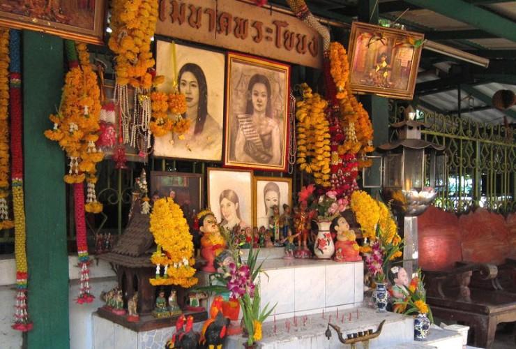 Le Sanctuaire Mae Nak à Bangkok, Thaïlande