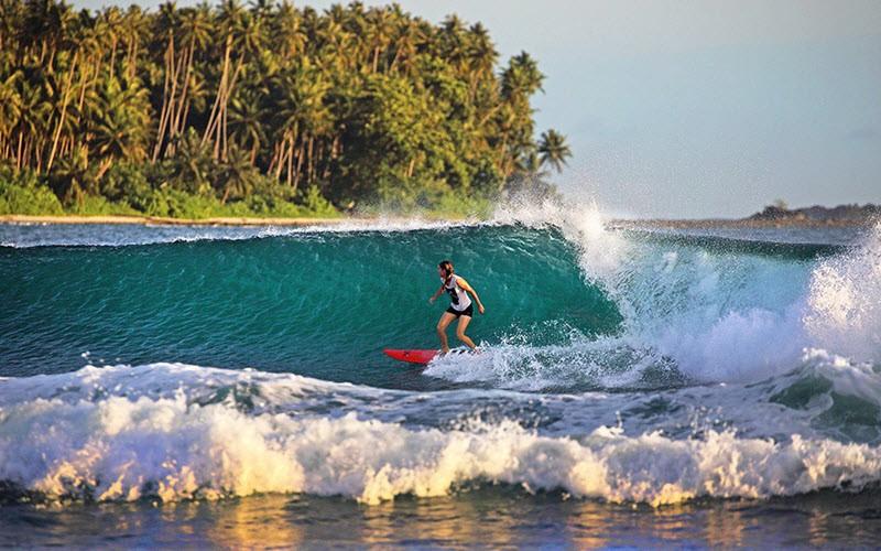 3. Surfer sur l'île de Nias