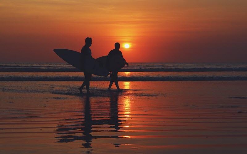 1. Surf à Kuta, Bali