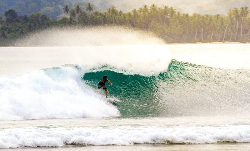 2. Faire du surf aux îles Mentawai