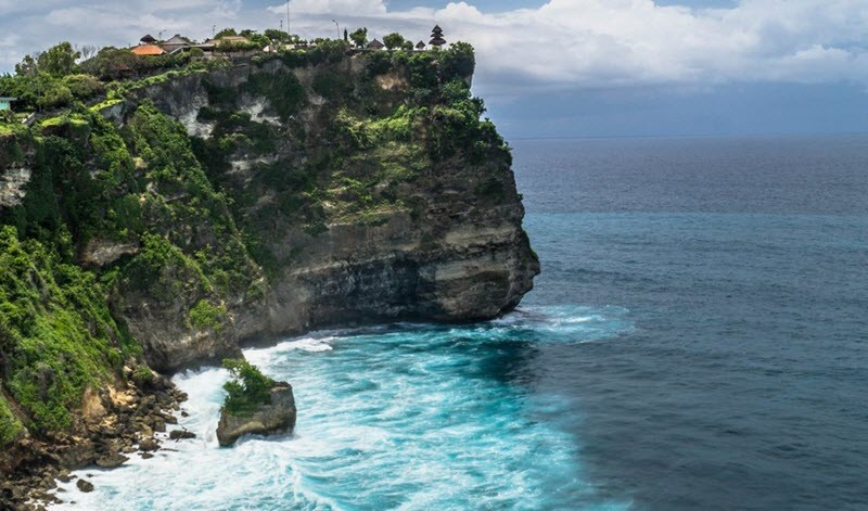 5. Uluwatu, spot de surf à Bali